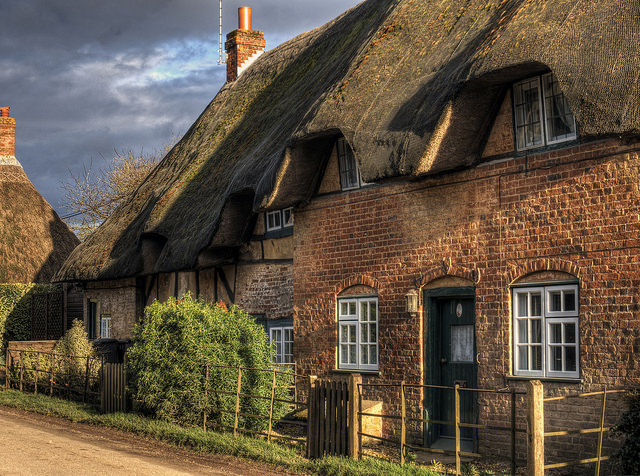 A thatched row house in Hampshire England.