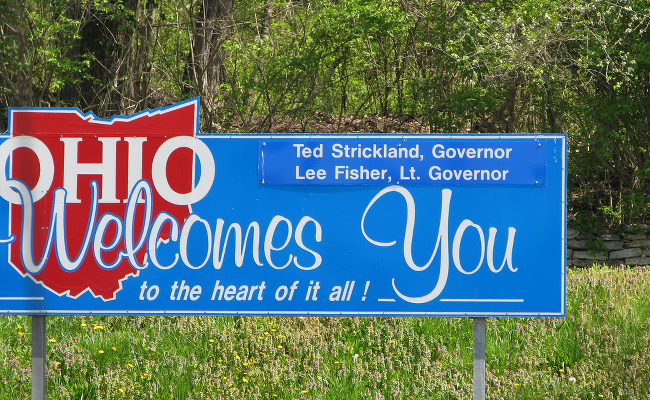 A sign welcoming drivers to the state of Ohio.