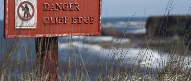 A sign warning people that they are approaching the edge of a cliff.
