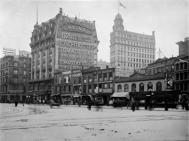 An early 20th century photo of New York around the Flatiron Building.