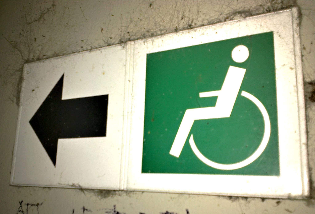 An arrow directing the viewer in the direction of the accessible toilets.